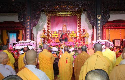 Trường Trung cấp Phật Học TP. Đà Nẵng đảnh lễ Tổ tại Tổ đình Chúc Thánh và sinh hoạt ngoại khoá tại Tổ đình Vạn Đức – TP Hội An ngày 7/11/Canh Tý